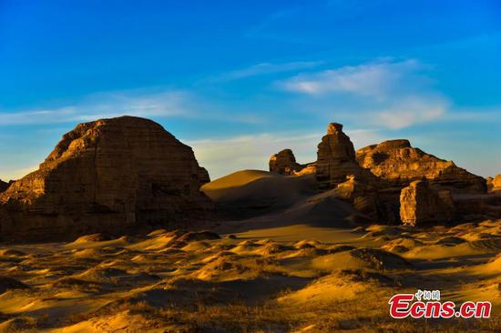 Yadan landform attracts visitors to Dunhuang