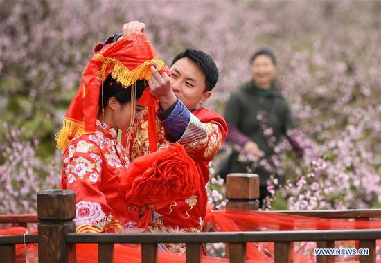 Group wedding ceremony in traditional style held in SW China's Guizhou