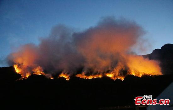 252 firefighters trying to contain fire in Sichuan