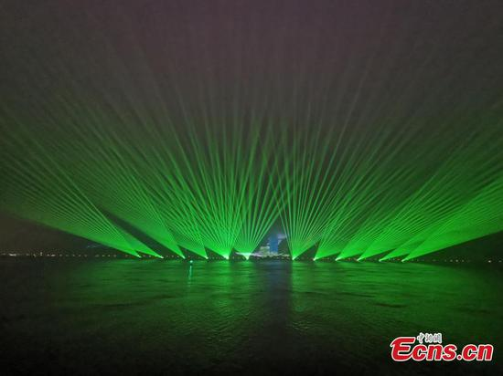 Stunning light show illuminates Wenzhou mountain