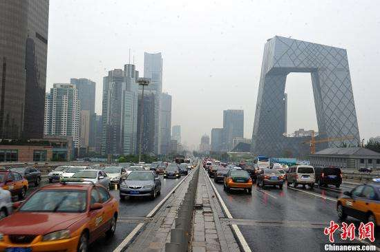Life in Beijing: longer work hours, same commute time 10 years on