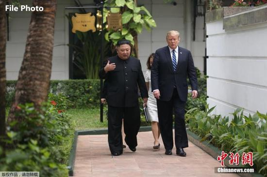 U.S. President Donald Trump and DPRK top leader Kim Jong-un take a walk after their one-on-one talk at the Sofitel Legend Metropole Hanoi hotel, Feb. 28, 2019, in Hanoi.(Photo/Agencies)