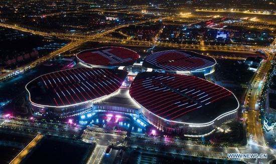 Photo taken on Oct. 21, 2018 shows a night view of the National Exhibition and Convention Center (Shanghai) in Shanghai, east China. (Xinhua/Ding Ting)