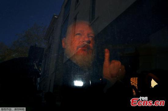 Hackers target Ecuadorian gov't after it expels Assange