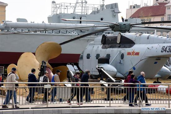 People visit Chinese Navy Museum in Qingdao, east China's Shandong