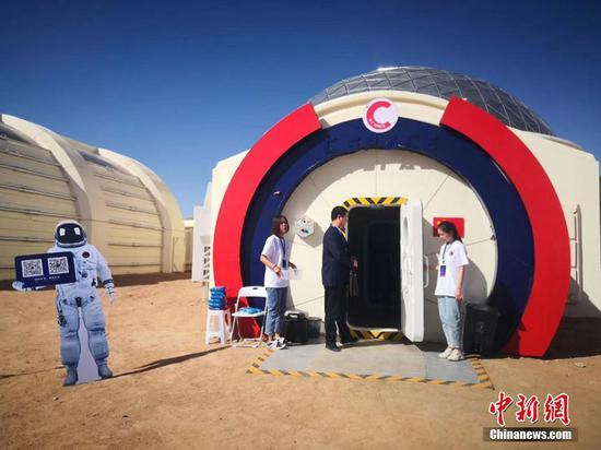 A staff member in a mock space suit at the C Space Plan Mars simulation base in Jinchang, Gansu province, on Wednesday. (Photo/China News Serive)