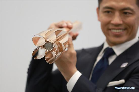Tokyo 2020 Torch Relay Ambassador, Japanese athlete Tadahiro Nomura shows the design of the Tokyo 2020 Olympic Torch in Tokyo, Japan, on March 20, 2019.  (Photo/Xinhua)