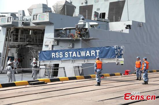 Singapore navy ship 1st to Qingdao for celebration