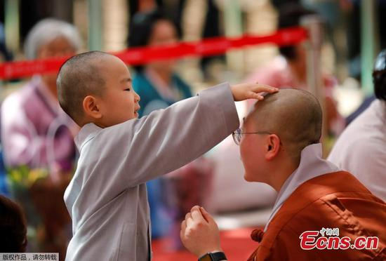 Children experience life as a Monk in Seoul
