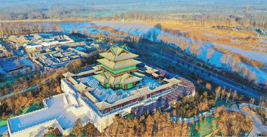The Yongning Pavilion built in an ancient Chinese architectural style provides a panoramic view of the expo site in Beijing. (Provided to China Daily)