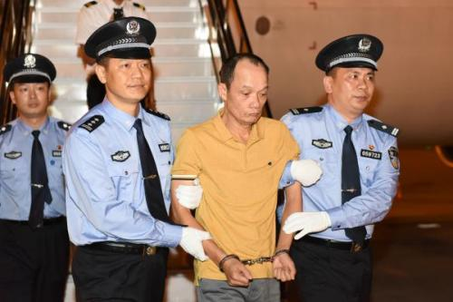 Liang Zening (R,2nd) is repatriated from Singapore to China, April 22, 2019. (Photo provided to China News Service)