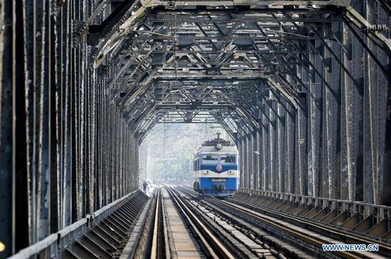 New railway bridge to start operation in Chongqing, SW China