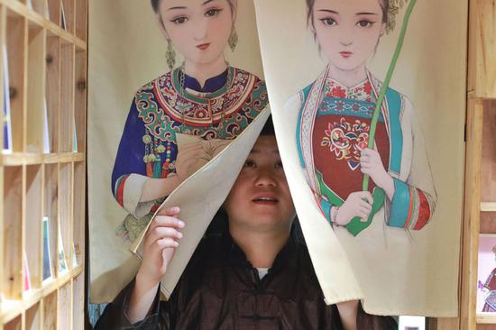 Drawings of Guizhou ethnic culture make gallery a hit