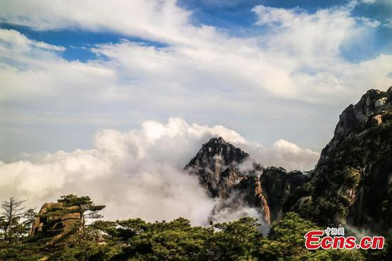 Mt. Huang brimming with spectacular vista