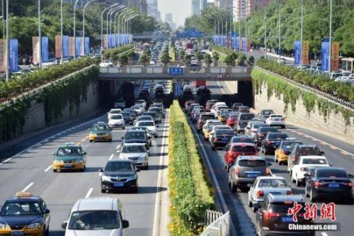 Some drivers must wait 8 years in Beijing to get new-energy car plate