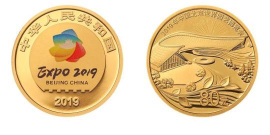 The 5-gram gold coin, front side on left. [Photo/pbc.gov.cn]