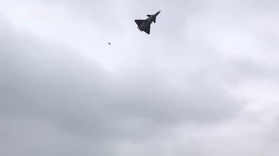 Fighter jet replicas soar into the sky in Xi'an