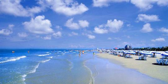 A breathtaking view of Beihai city's Silver beach, a major coastal tourism resort of Guangxi Zhuang autonomous region. (Photo provided to chinadaily.com.cn)