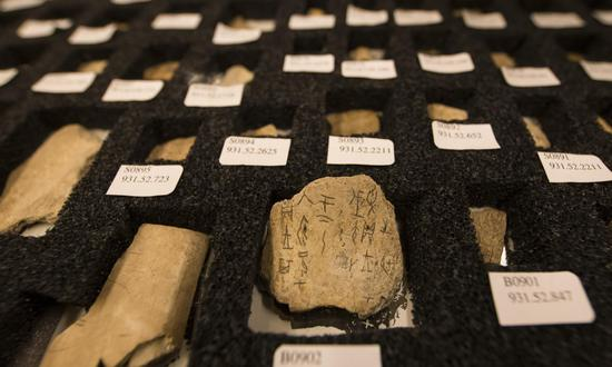 Photo taken on Dec. 1, 2017 shows the Chinese oracle bone script collections at Royal Ontario Museum in Toronto, Canada. (Xinhua/Zou Zheng)