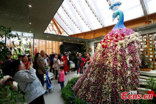 Visitors flock to China Pavilion in Beijing expo