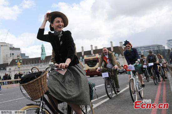 Hundreds of cyclists don vintage wear for annual Tweed Run across London