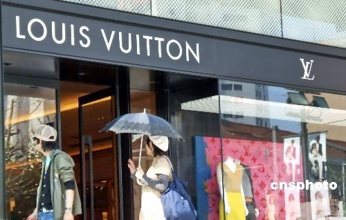 Post-1980s generation the major consumers of luxury goods in China