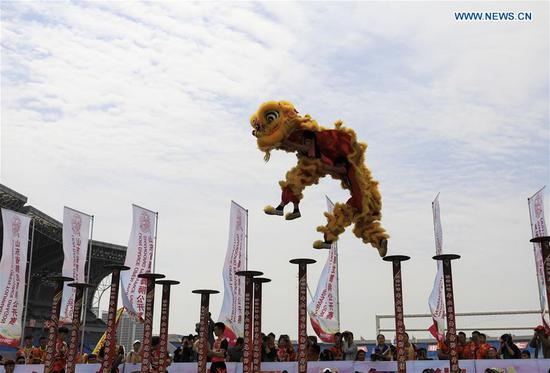 Dragon and lion dance competition held in Shandong