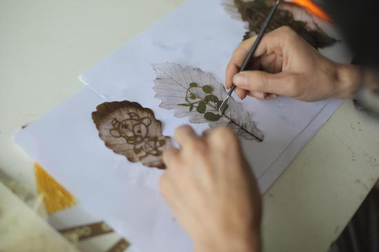 Chinese leaf carving gets international attention
