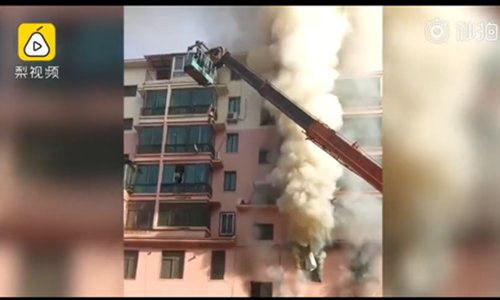Crane operator in NE China drives to burning building, uses basket to rescue 14 people