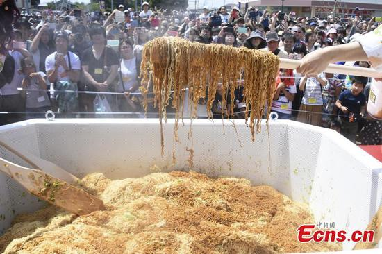 Tasting event with jumbo instant noodles breaks world record