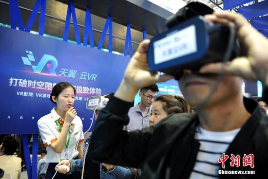 """在""""数字中国""""峰会上近距离观察未来技术"""