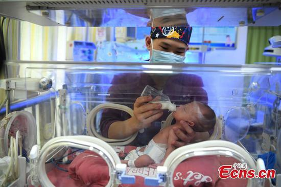 Male nurses account for 10 percent at Xinqiao Hospital