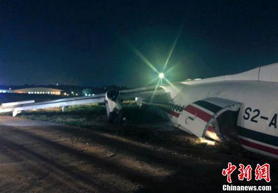 Photo taken on May 8, 2019 shows the broken passenger plane of the Biman Bangladesh airlines at the Yangon International Airport in Yangon, Myanmar. (Photo/Agencies)