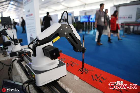 Calligraphy-writing, cooking robot shows off skills