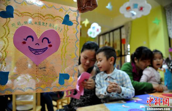 Giving babies mothers' maiden names more popular in China