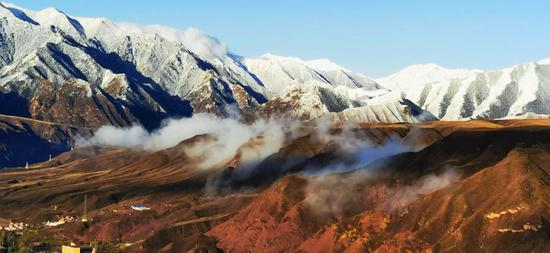 Misty mountains a majestic sight in Gansu