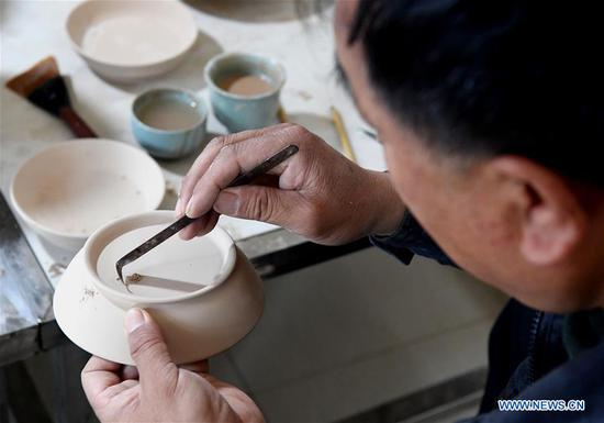 Representative inheritor of firing skills of Ru porcelain