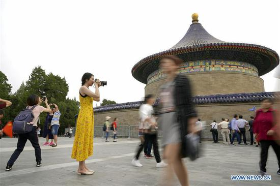 Photographer promotes Chinese culture through camera lens