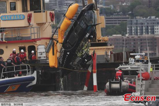 Helicopter plunges into NY's Hudson River