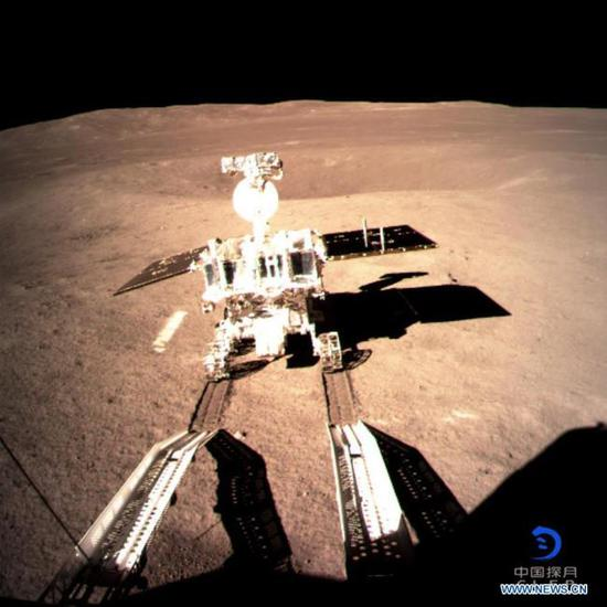 Photo provided by the China National Space Administration on Jan. 3, 2019 shows Yutu-2, China's lunar rover, leaving a trace after touching the surface of the far side of the moon. [File photo: Xinhua]