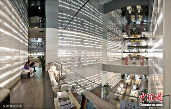 Futuristic bookstore offers unique reading experience