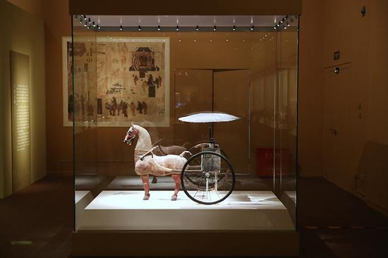 Gansu Silk Road artifacts on show in Beijing