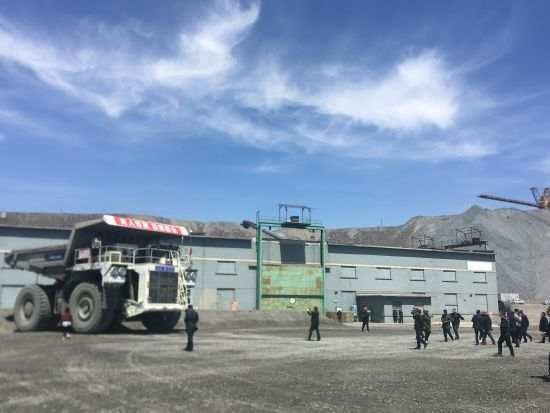 5G-based unmanned mining truck makes debut in Inner Mongolia