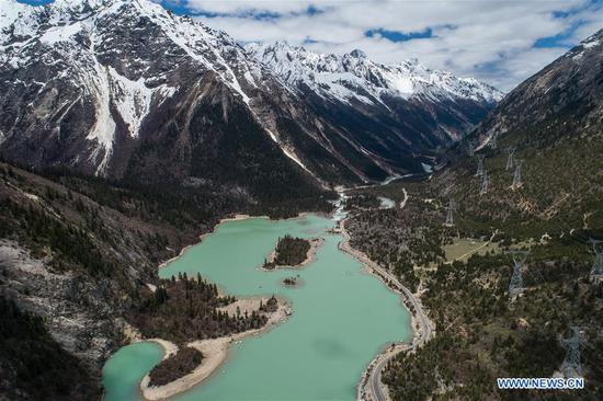 Scenery of Ra'og Lake in China's Tibet