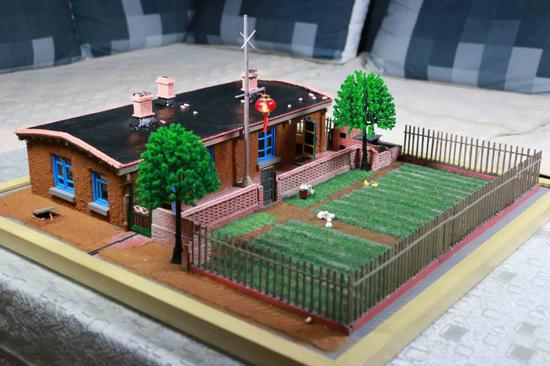 Daqing artist makes miniature version of childhood home