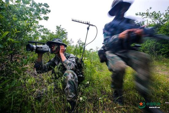 Military scouts endure intensive training in Anhui