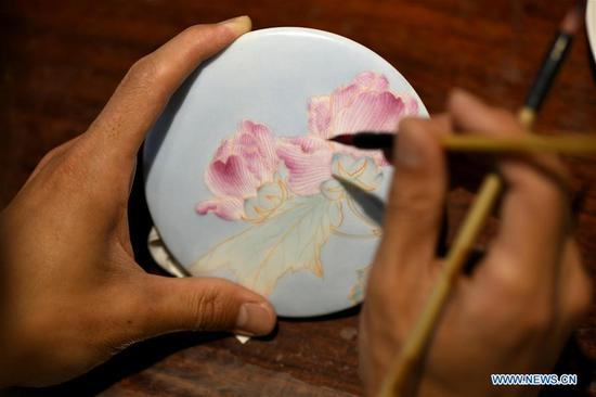 Ceramic painting in north China's Hebei