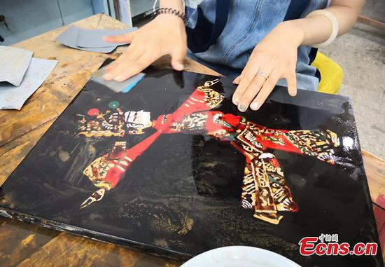 Traditional lacquerware craft kept alive in Lanzhou college