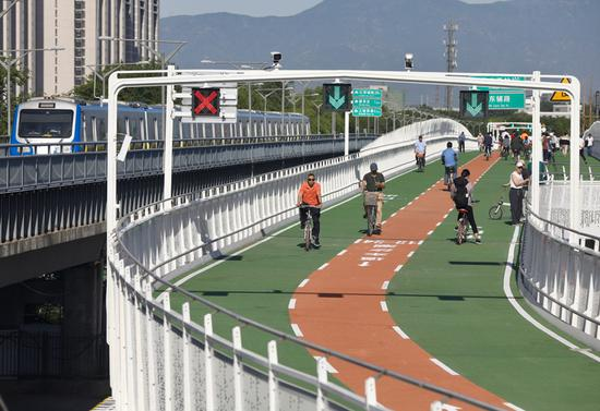 Beijing opens its first bikeway today
