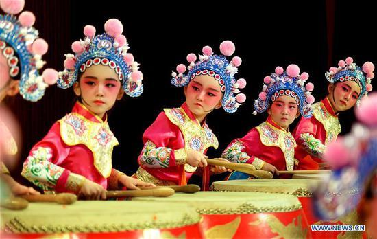 中国传统戏曲庆祝国际儿童节